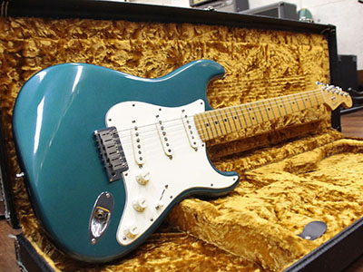 Fender USA American Standard Stratocaster Blue Mettalicのサムネイル
