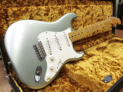 Fender Custom Shop Limited Edition 1966 Stratocaster Closet Classic Firemist Silverのサムネイル